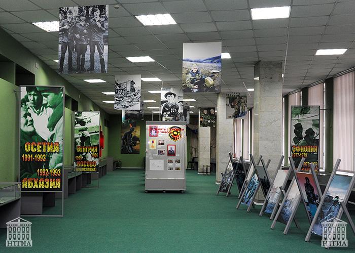 Экспозиция музея памяти воинов-тагильчан, погибших в локальных воинах планеты. 2013 год. (НТГИА. Коллекция фотодокументов.Оп.2ЦП.Д.313)