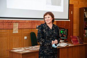 Т.А. Вязова, директор Нижнетагильского городского исторического архива на презентации альбома-каталога А.А. Драчева